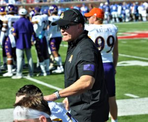 Mike Houston offers encouragement at an offensive line sideline meeting. (Photo by Al Myatt)